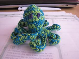 pieuvre au crochet bleu et vert