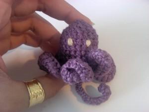 petit poulpe au crochet violet