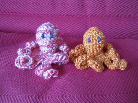 Poulpes au crochet rose et orange