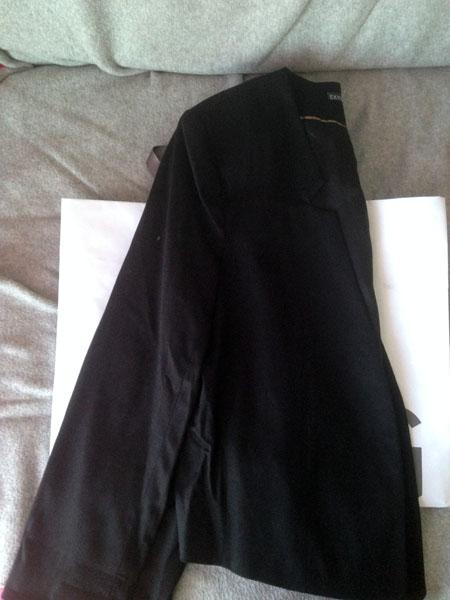 Petite veste noire qui sur la photo n'a l'air de rien, mais en fait je l'aime d'amour, elle a une dégaine terrible