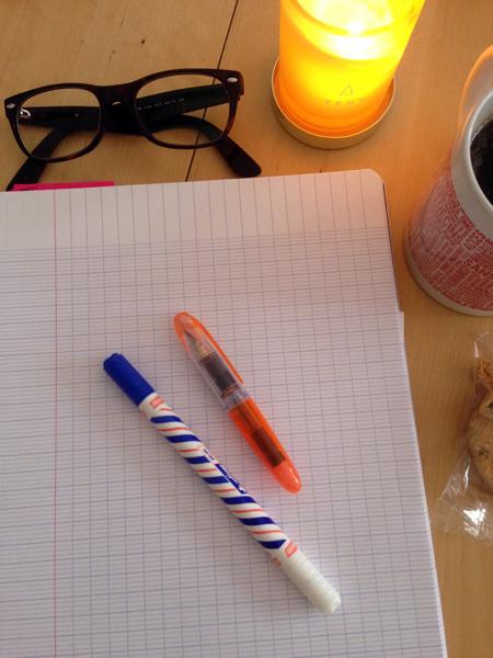 Oui je suis une étudiante à l'ancienne, qui aime les cahiers à grand carreaux et écrire ses cours au stylo plume...