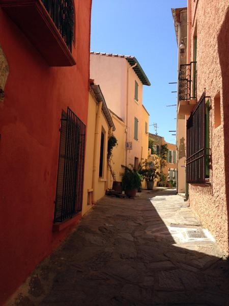 Collioure façades maisons ville ruelle